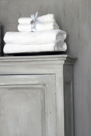 bathroom grey color