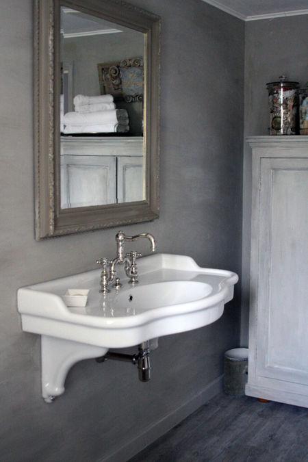 Grey-bathroom