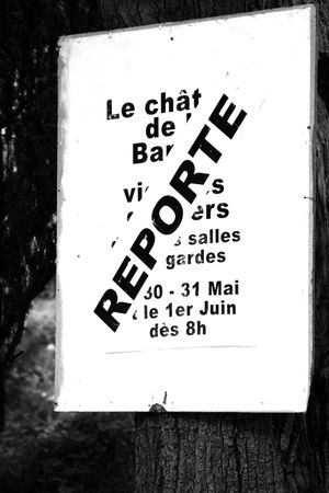 Cancelled sign in French