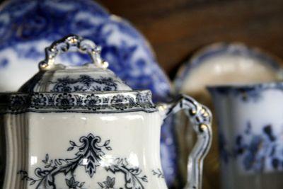 Flow-blue-sugar-bowl