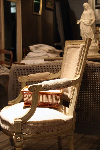 Frenhc-armchair-in-linen
