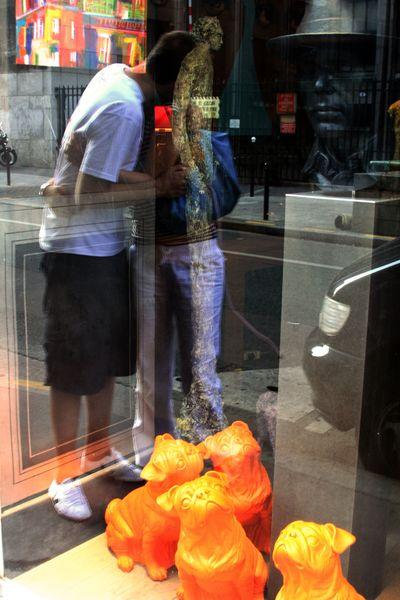 Love's-window displays Paris