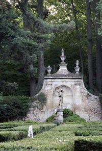 Chateau-barben-fountain