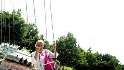 Swings-in-Paris-