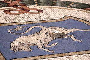 Galleria Vittorio Emanuele II, the bull mosaic milan
