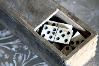 Antique-box-of-domino