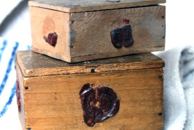 Boxes with seals