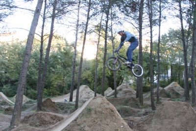 Sacha dirt jumping BMX trail france
