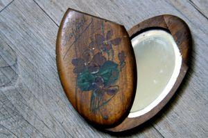 Souvenir-mirror