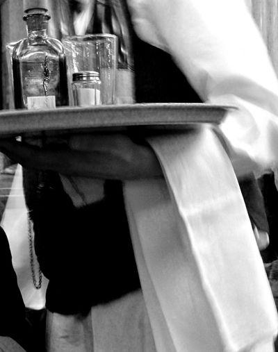 Cafe-FLores-Waiter