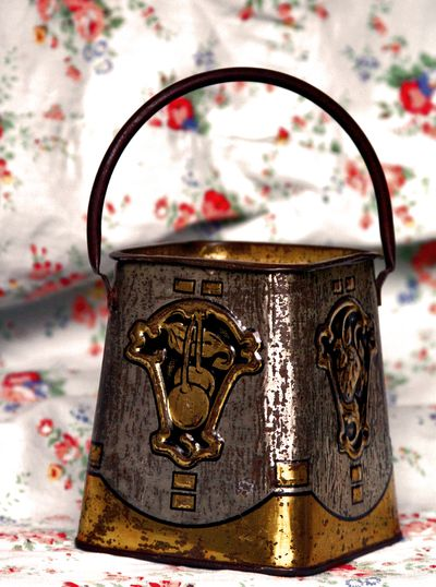 French turn of the century Snack-Pail
