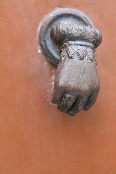 Hand-doorknocker