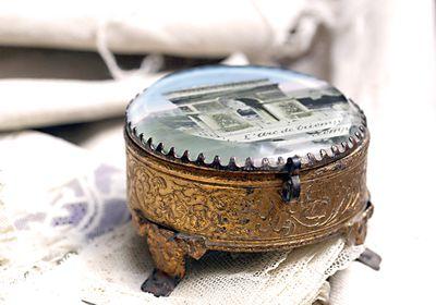 Paris-souvenir-box