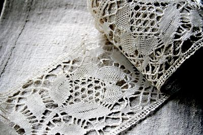 Roll-of-lace