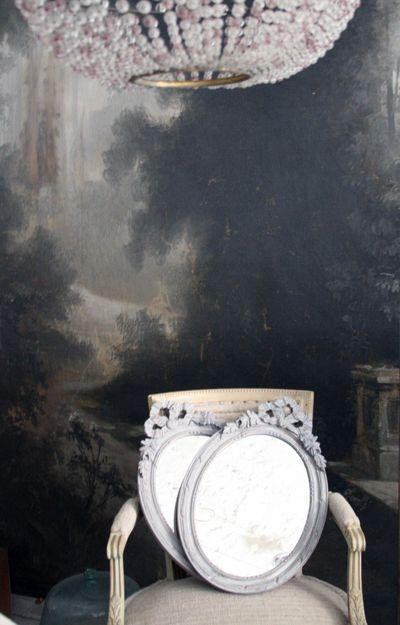 La-madone-interior-backdrop