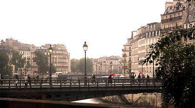 Red-umbrella-Paris