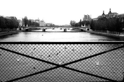 Locks-on-the-bridge