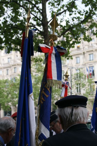 Flags-and-beret veteran's day in paris