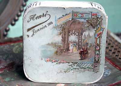 French-candy-box-1893