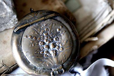 Pill-box-locket