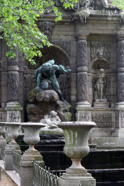 Luxembourg park, borghese fountain
