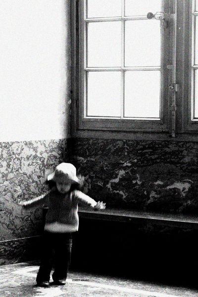 GIRL-DANCING-LOUVRE