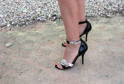 Black-strappy-shoes