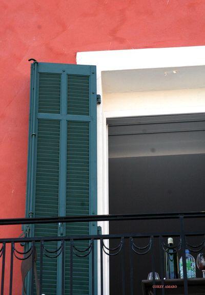 Balcony-with-wine