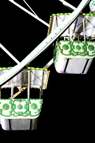 Ferris-wheeels-seats