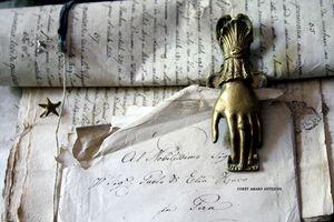Hand-letter-holder