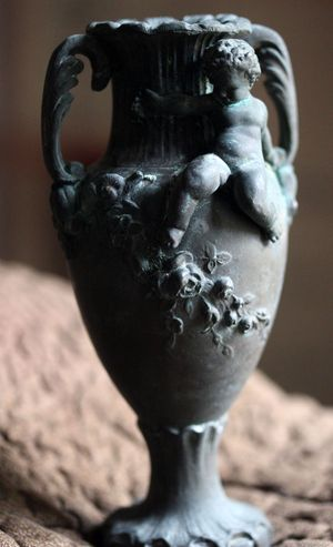 French brocante Bronze-vase