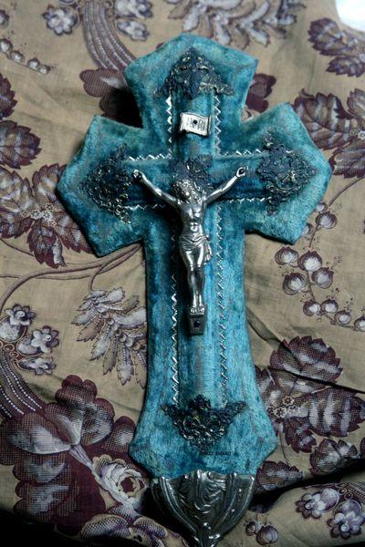 Blue-velvet-cross