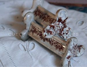 Transferware fork rest