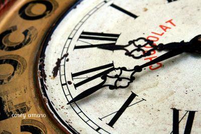 Chocolate advertisment clock
