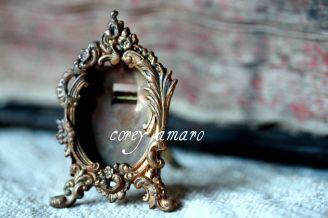 Small frame locket