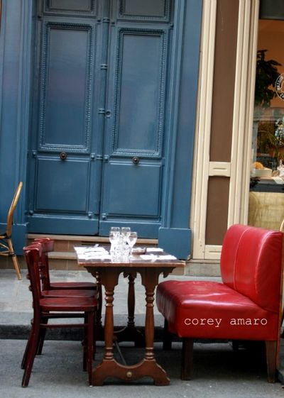 Outdoor cafe paris