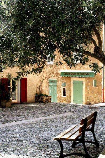 maison du village square