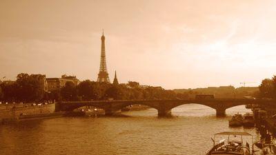 Eiffel-tower-from-bridge