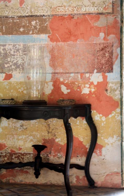 Haceinda peeling wall
