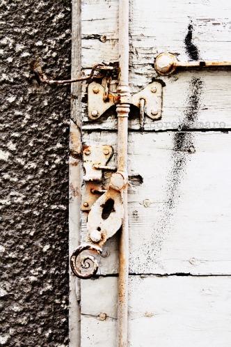 Hinge shutter
