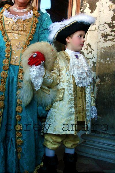 Carnival Venice red glove