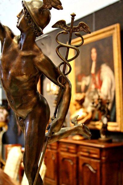 Bronze statue messenger