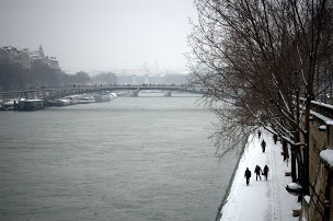 Snow covered Seine in Paris by Chelsea
