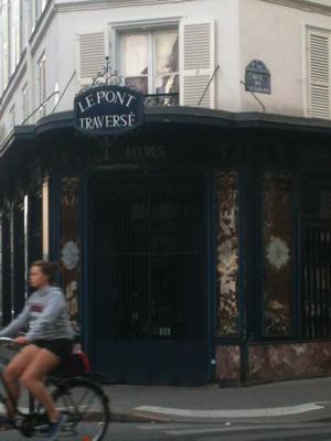 Peeks of Paris, along the street...