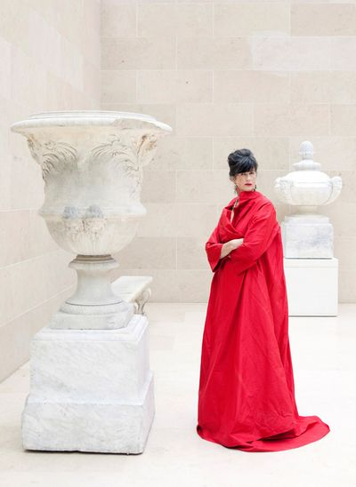 Elizabeth at the Louvre- Carla Coulson Photography