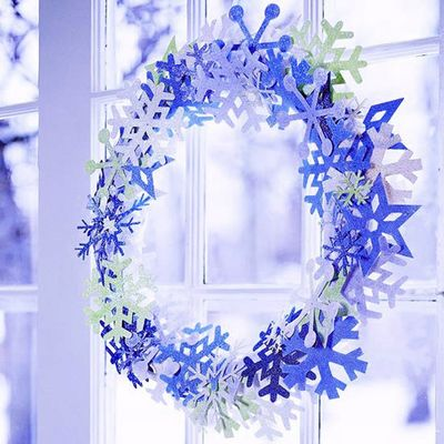 Christmas-paper-snowflake-wreath-idea