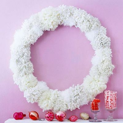 Christmas-frosty-fuzz-wreath-idea