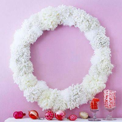 Christmas-frosty-fuzz-wreath-idea