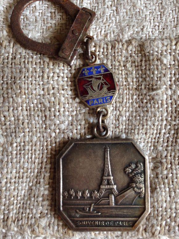Old Paris Keychain