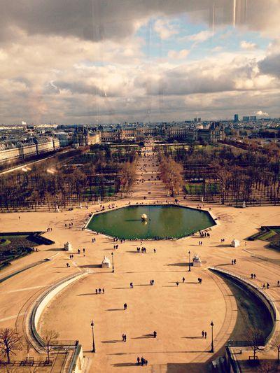 Ferris wheel looking towards Louvre
